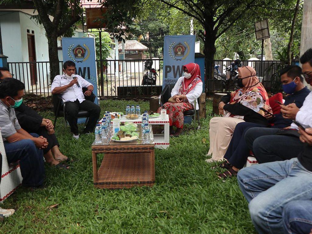 Pemkot Bogor Salurkan Ratusan Paket Sembako dan Masker untuk Wartawan