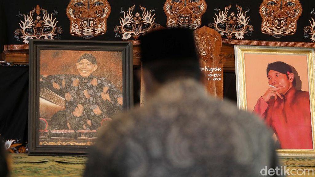 Suasana di Rumah Duka Dalang Ki Seno Nugroho