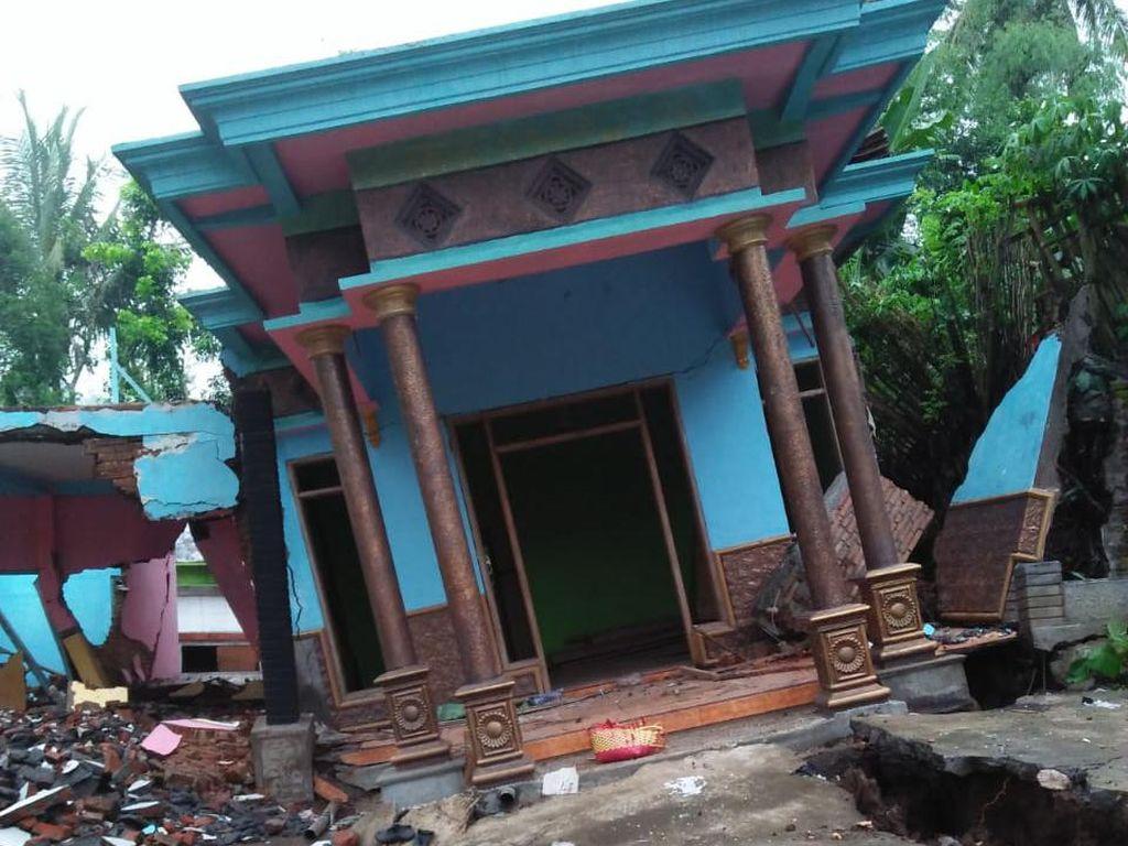 3 Keluarga di Malang Mengungsi Akibat Peristiwa Tanah Gerak