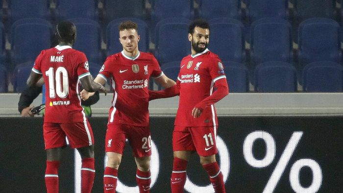 Liverpools Diogo Jota, center, celebrates with his teammate Mohamed Salah, right, and Sadio Mane his goal against Atalanta during the Champions League, group D soccer match between Atalanta and Liverpool, at the Gewiss Stadium in Bergamo, Italy, Tuesday, Nov. 3, 2020. (AP Photo/Luca Bruno)