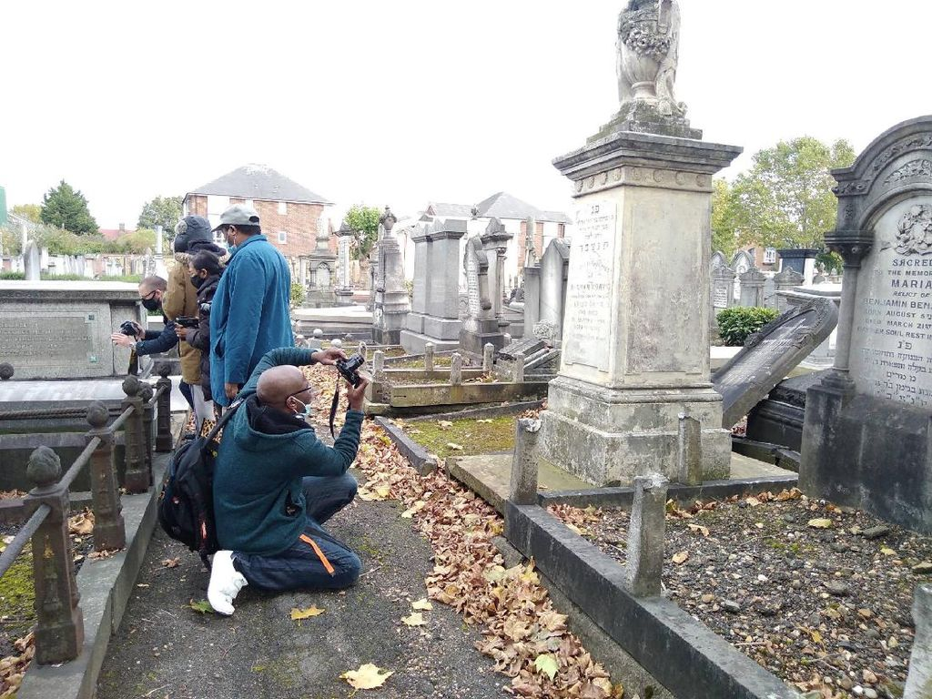 Foto: Tur Sejarah ke Kuburan Yahudi di London