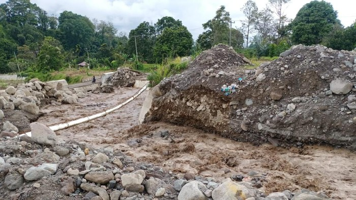 Banjir lahar dingin di kawasan Sinabung (dok. Istimewa)