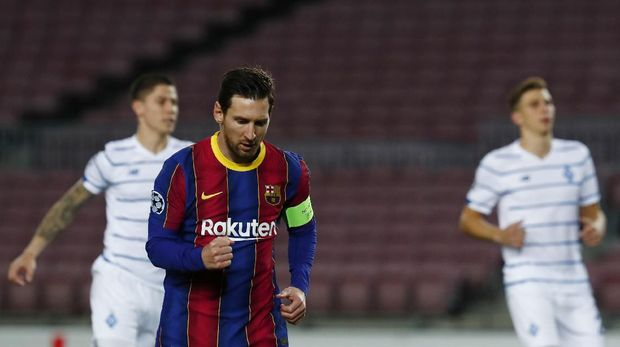 Barcelona's Lionel Messi celebrates after scoring from a penalty kick during the Champions League group G soccer match between FC Barcelona and Dynamo Kyiv at the Camp Nou stadium in Barcelona, Spain, Wednesday, Nov. 4, 2020. (AP Photo/Joan Monfort)