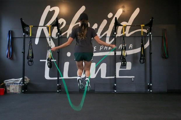 bermain lompat tali