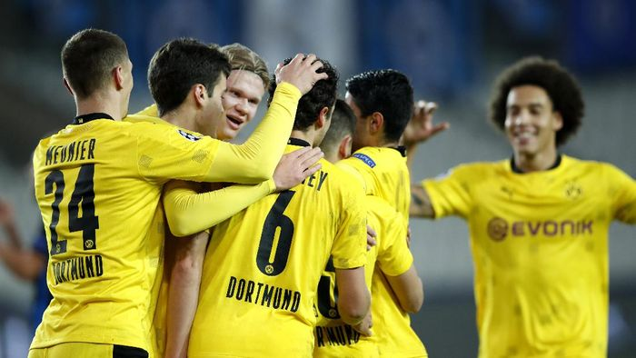 Dortmunds Thorgan Hazard, center, is congratulated by teammates after scoring the opening goal of the match during a Champions League Group F soccer match between Brugge and Borussia Dortmund at the Jan Breydel stadium in Bruges, Belgium, Wednesday, Nov. 4, 2020. (AP Photo/ Francisco Seco)