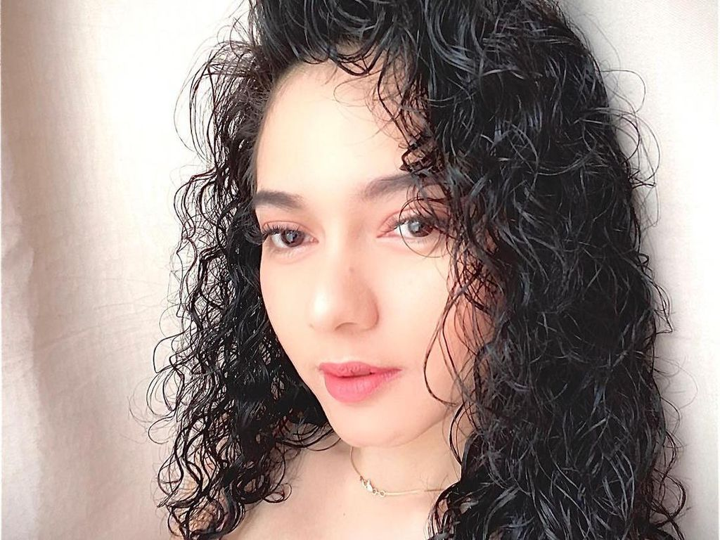 Pamer Video Renang Bareng Chef Juna, Citra Anidya Bikin Netizen Salfok ke Leher