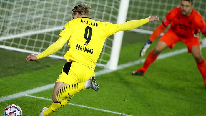Dortmunds Erling Haaland prepares to take a shot on goal during the Champions League Group F soccer match between Brugge and Borussia Dortmund at the Jan Breydel stadium in Bruges, Belgium, Wednesday, Nov. 4, 2020. (AP Photo/ Francisco Seco)