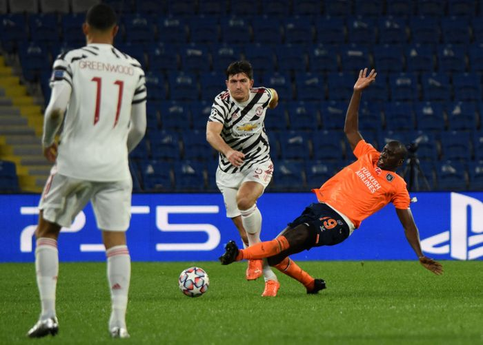 ISTANBUL, TURKEY - NOVEMBER 04: Harry Maguire of Manchester United is challenged by Demba Ba of Istanbul Basaksehir FK during the UEFA Champions League Group H stage match between Istanbul Basaksehir and Manchester United at Basaksehir Fatih Terim Stadyumu on November 04, 2020 in Istanbul, Turkey. Sporting stadiums around Turkey remain under strict restrictions due to the Coronavirus Pandemic as Government social distancing laws prohibit fans inside venues resulting in games being played behind closed doors. (Photo by Burak Kara/Getty Images)