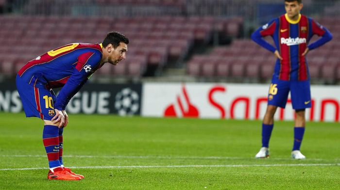 Barcelonas Lionel Messi, left, during the Champions League group G soccer match between FC Barcelona and Dynamo Kyiv at the Camp Nou stadium in Barcelona, Spain, Wednesday, Nov. 4, 2020. (AP Photo/Joan Monfort)
