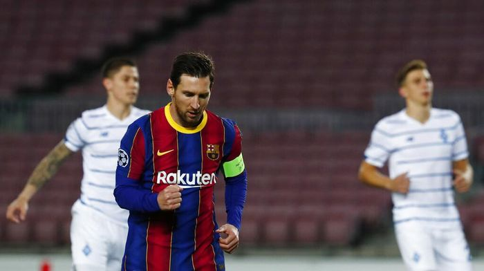 Barcelonas Lionel Messi celebrates after scoring from a penalty kick during the Champions League group G soccer match between FC Barcelona and Dynamo Kyiv at the Camp Nou stadium in Barcelona, Spain, Wednesday, Nov. 4, 2020. (AP Photo/Joan Monfort)