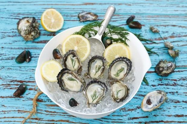 Selain itu, banyak makanan yang ditampilkan dalam diet jantung sehat, seperti alpukat, asparagus, kacang-kacangan, makanan laut, dan buah, memiliki hubungan dengan seks yang lebih baik baik dalam pengobatan tradisional maupun penelitian ilmiah.
