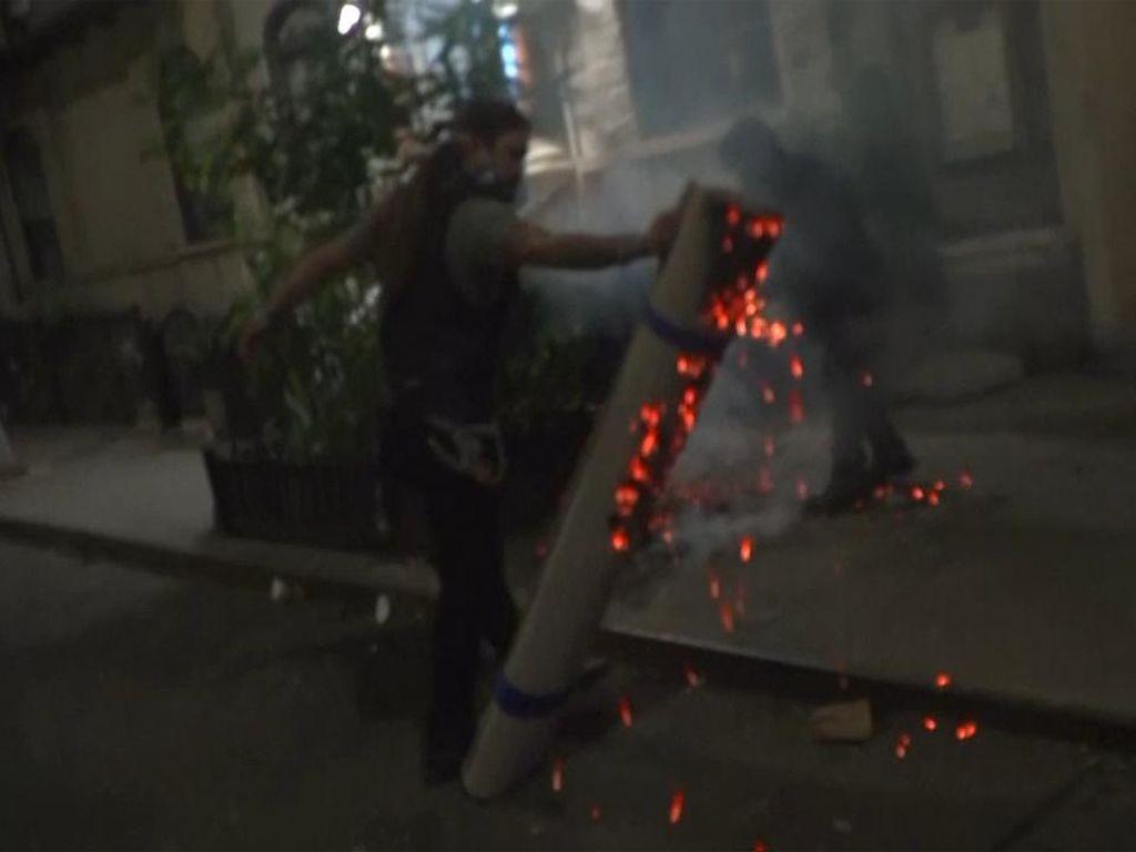 Massa Coba Membakar saat Protes Penghitungan Suara di Pilpres AS