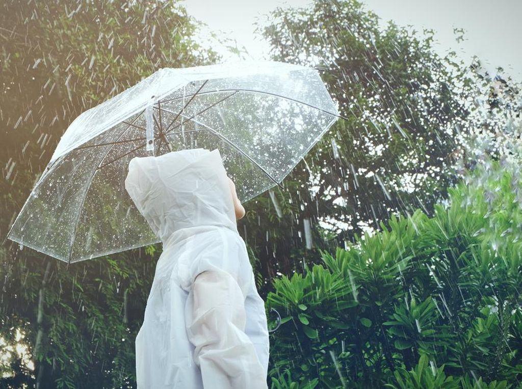 Curah Hujan Sedang Tinggi, Begini Cara Jaga Tubuh Tetap Fit & Sehat