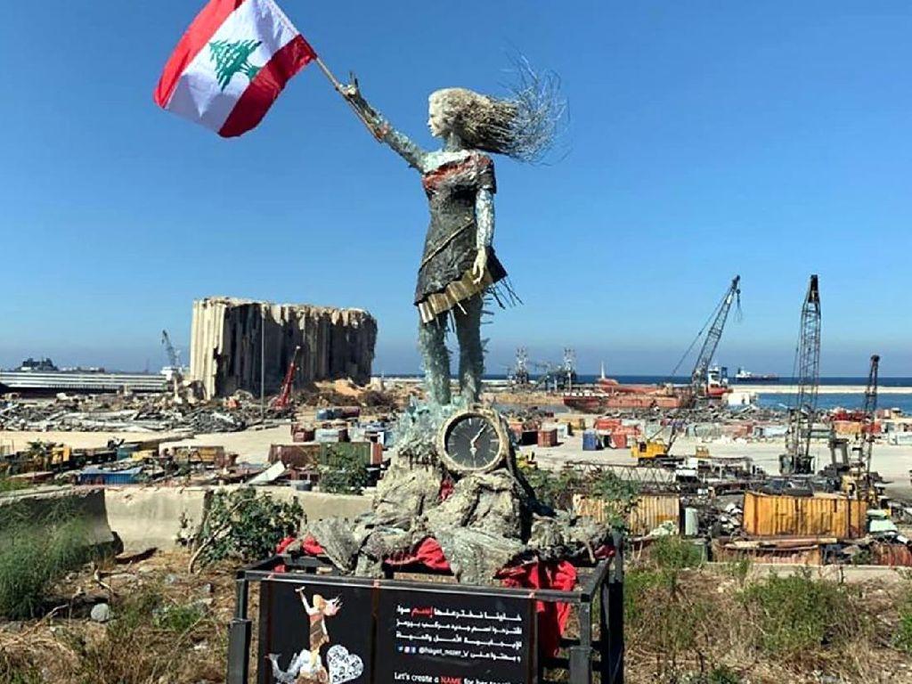 Seniman Ini Bikin Patung Indah dari Sisa-sisa Ledakan Beirut