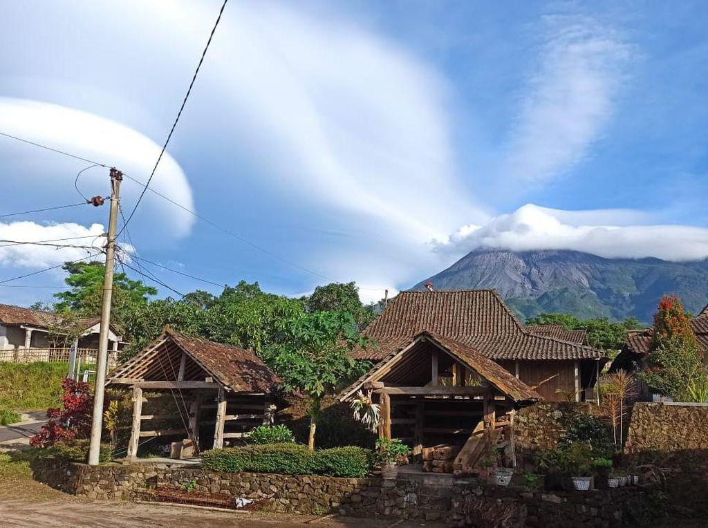Kesaksian Warga Klaten Tentang Indahnya Gunung Merapi Saat Bertopi Awan