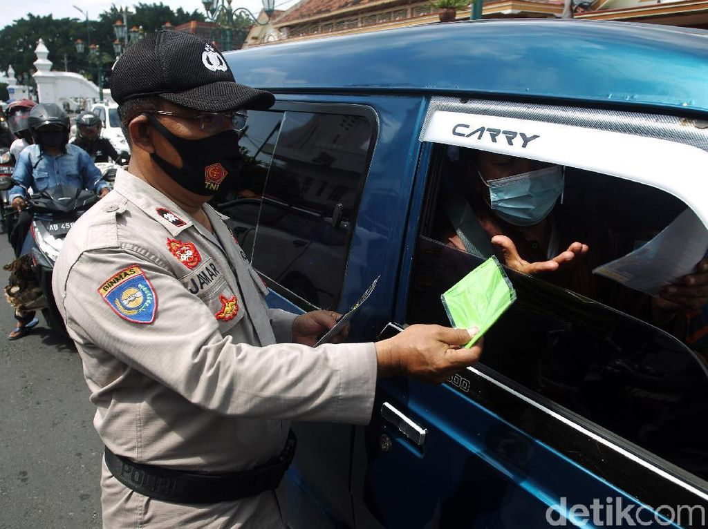 Pemerintah Bagikan 35 Juta Masker Gratis untuk Masyarakat