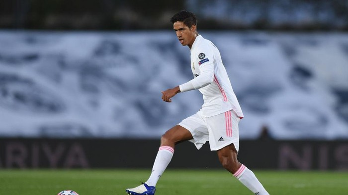 MADRID, SPAIN - OCTOBER 21: Raphael Varane of Real Madrid CF controls the ball during the UEFA Champions League Group B stage match between Real Madrid and Shakhtar Donetsk at Estadio Alfredo Di Stefano on October 21, 2020 in Madrid, Spain. (Photo by Denis Doyle/Getty Images)