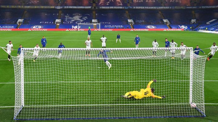 LONDON, ENGLAND - NOVEMBER 04: Timo Werner of Chelsea scores his sides first goal from the penalty spot during the UEFA Champions League Group E stage match between Chelsea FC and Stade Rennais at Stamford Bridge on November 04, 2020 in London, England. Sporting stadiums around the UK remain under strict restrictions due to the Coronavirus Pandemic as Government social distancing laws prohibit fans inside venues resulting in games being played behind closed doors.  (Photo by Neil Hall - Pool/Getty Images)