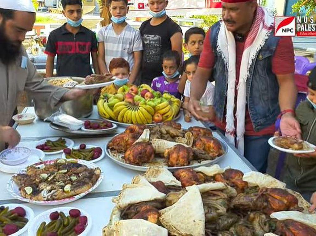 Bikin Haru, Pria Indonesia Ini Traktir Anak Yatim Gaza Makan Enak