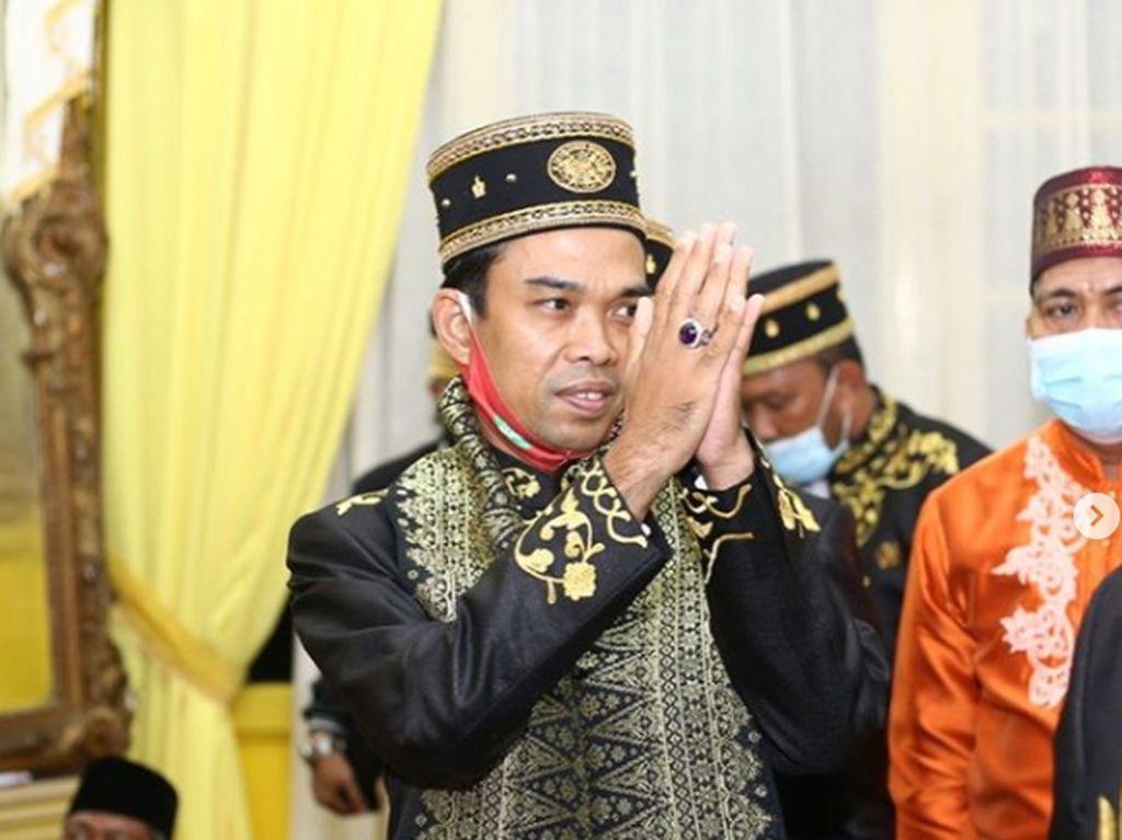 Ustaz Abdul Somad Raih Gelar Anugerah Imam dari Kesultanan Sambas