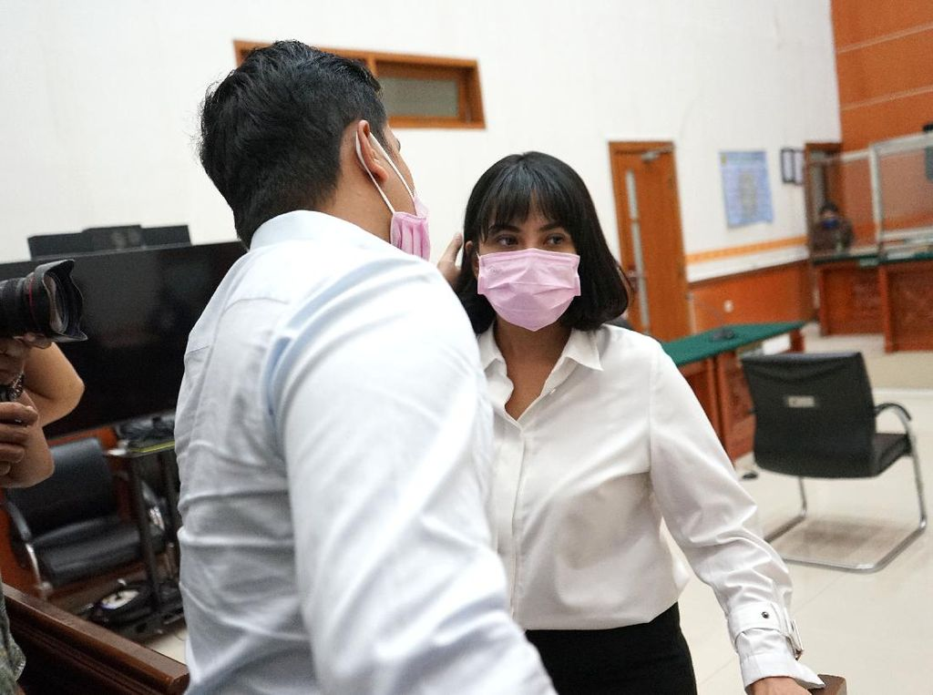 Jejak Vanessa Angel Terjerat Psikotropika hingga Divonis 3 Bulan Penjara