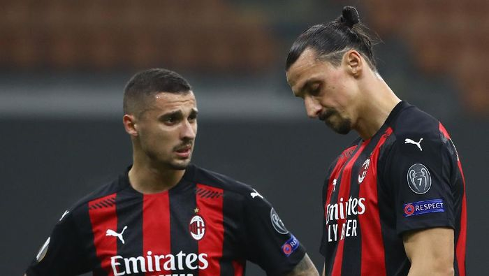MILAN, ITALY - NOVEMBER 05:  Zlatan Ibrahimovic (R) and Rade Krunic (L) of AC Milan  show their dejection during the UEFA Europa League Group H stage match between AC Milan and LOSC Lille at San Siro Stadium on November 5, 2020 in Milan, Italy.  (Photo by Marco Luzzani/Getty Images)