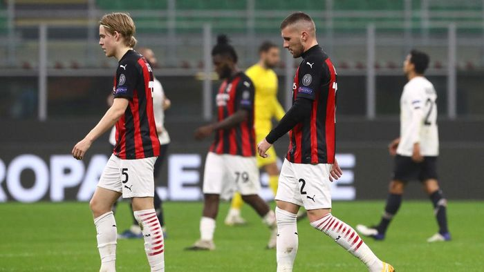 MILAN, ITALY - NOVEMBER 05:  Jens Petter Hauge and Ante Rebic of AC Milan shows their dejection at the end of the UEFA Europa League Group H stage match between AC Milan and LOSC Lille at San Siro Stadium on November 5, 2020 in Milan, Italy.  (Photo by Marco Luzzani/Getty Images)