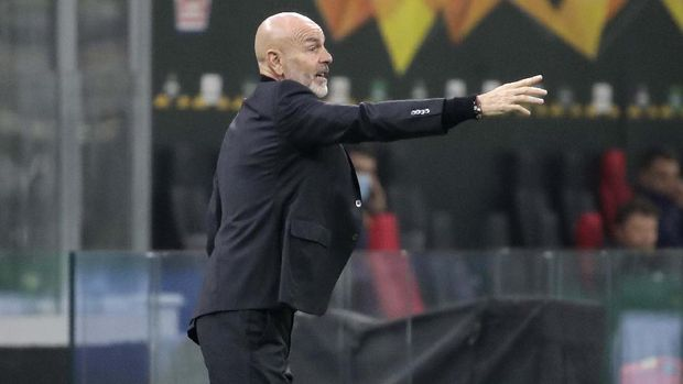AC Milan's manager Stefano Pioli gives instructions during the Europa League Group H soccer match between AC Milan and Lille at the San Siro Stadium, in Milan, Italy, Thursday, Nov. 5, 2020. (AP Photo/Luca Bruno)