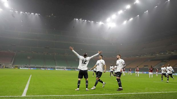Lille's Yusuf Yazici, left, celebrates with his teammates after scoring his side's opening goal during the Europa League Group H soccer match between AC Milan and Lille at the San Siro Stadium, in Milan, Italy, Thursday, Nov. 5, 2020. (AP Photo/Luca Bruno)