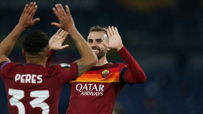 ROME, ITALY - NOVEMBER 05:  Borja Mayoral of AS Roma celebrates after scoring the teams third s goal during the UEFA Europa League Group A stage match between AS Roma and CFR Cluj at Stadio Olimpico on November 5, 2020 in Rome, Italy.  (Photo by Paolo Bruno/Getty Images)