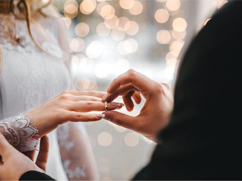 Cincin Tunangan vs Cincin Nikah, Apa Perlu Keduanya?