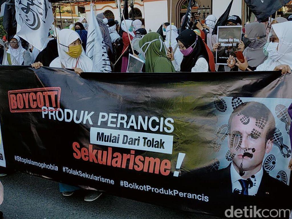 Aksi Solidaritas Bela Rasulullah di Surabaya Serukan Boikot Produk Prancis