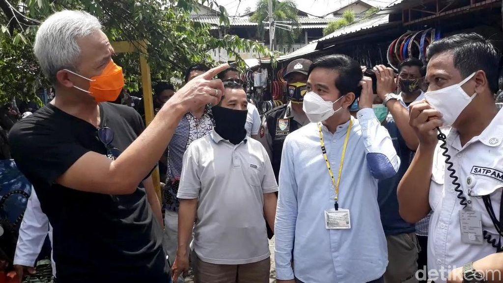 Foto: Gibran Blusukan Ditemani Ganjar Jelang Debat Pilkada Solo