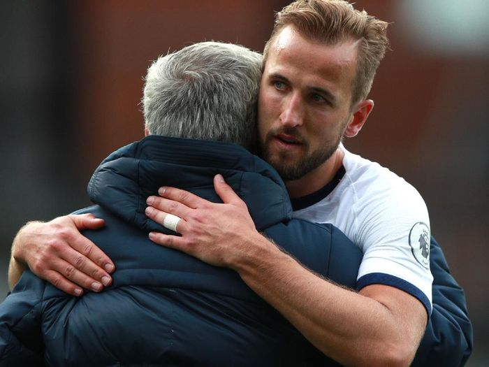 LONDON, ENGLAND - JULY 26: Harry Kane of Tottenham Hotspur embraces Jose Mourinho, Manager of Tottenham Hotspur after the Premier League match between Crystal Palace and Tottenham Hotspur at Selhurst Park on July 26, 2020 in London, England.Football Stadiums around Europe remain empty due to the Coronavirus Pandemic as Government social distancing laws prohibit fans inside venues resulting in all fixtures being played behind closed doors. (Photo by Ian Walton/Pool via Getty Images)