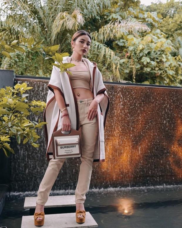 Calista kerap mengenakan fashion item branded dan mahal dari berbagai merek ternama dunia.