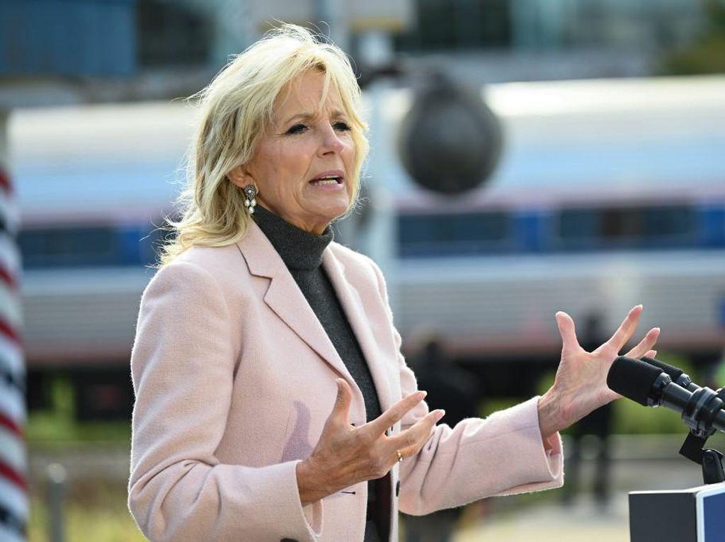 Jill Biden Beri Nasihat ke Kelly Clarkson soal Sisi Baik Perpisahan