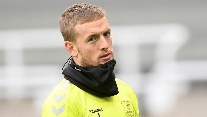 NEWCASTLE UPON TYNE, ENGLAND - NOVEMBER 01: Jordan Pickford of Everton looks on during the warm up prior to the Premier League match between Newcastle United and Everton at St. James Park on November 01, 2020 in Newcastle upon Tyne, England. Sporting stadiums around the UK remain under strict restrictions due to the Coronavirus Pandemic as Government social distancing laws prohibit fans inside venues resulting in games being played behind closed doors. (Photo by Michael Regan/Getty Images)