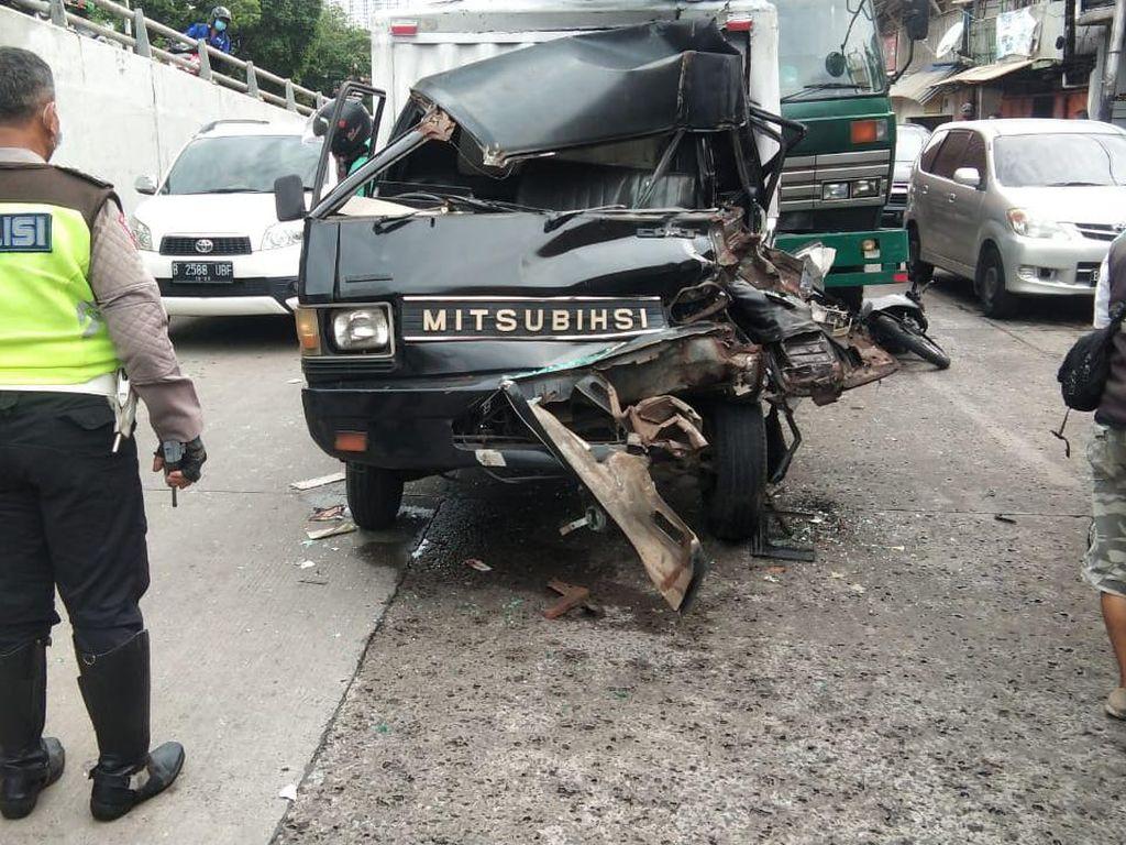 Kecelakaan Beruntun di Tambora Jakbar, Sejumlah Korban Terluka