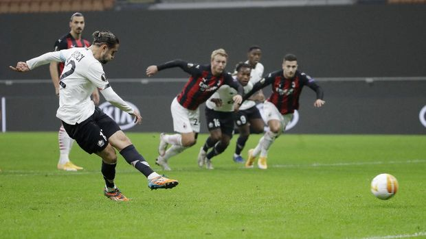 Lille's Yusuf Yazici scores on a penalty kick his side's opening goal during the Europa League Group H soccer match between AC Milan and Lille at the San Siro Stadium, in Milan, Italy, Thursday, Nov. 5, 2020. (AP Photo/Luca Bruno)