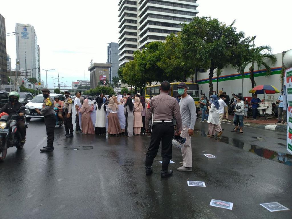 Demo di Kedubes Prancis Bubar, Jalan MH Thamrin ke Bundaran HI Tersendat