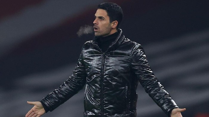 LONDON, ENGLAND - NOVEMBER 05: Mikel Arteta, Manager of Arsenal reacts during the UEFA Europa League Group B stage match between Arsenal FC and Molde FK at Emirates Stadium on November 05, 2020 in London, England. Sporting stadiums around the UK remain under strict restrictions due to the Coronavirus Pandemic as Government social distancing laws prohibit fans inside venues resulting in games being played behind closed doors. (Photo by Julian Finney/Getty Images)
