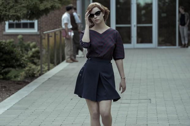 Rok mini adalah salah satu tren yang mengejutkan selama tahun 60-an dan fashion itu benar-benar mewakili sisi feminin yang sangat penting dalam serial ini.