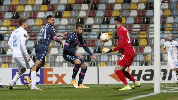 Napoli's Matteo Politano, second left, scores his side's second goal during the Europa League Group F soccer match between Rijeka and Napoli at the Rujevica stadium in Rijeka, Croatia, Thursday, Nov. 5, 2020. (AP Photo/Darko Bandic)