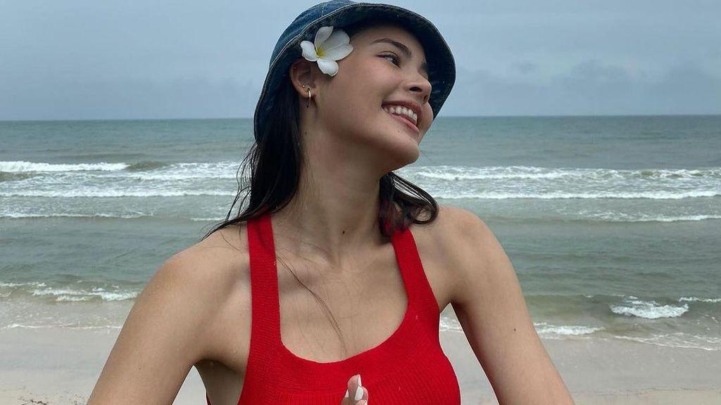 Urassaya Sperbund, Wanita Tercantik Se-Thailand yang Senyumnya Menular!