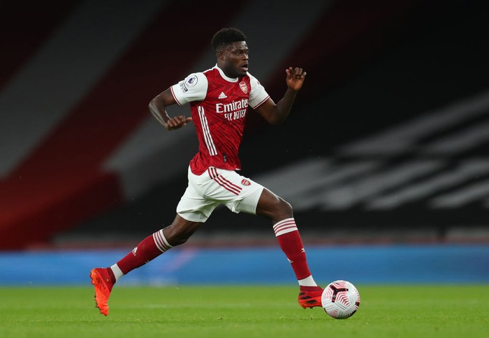 LONDON, ENGLAND - OCTOBER 25: Thomas Partey of Arsenal  during the Premier League match between Arsenal and Leicester City at Emirates Stadium on October 25, 2020 in London, England. Sporting stadiums around the UK remain under strict restrictions due to the Coronavirus Pandemic as Government social distancing laws prohibit fans inside venues resulting in games being played behind closed doors. (Photo by Catherine Ivill/Getty Images)