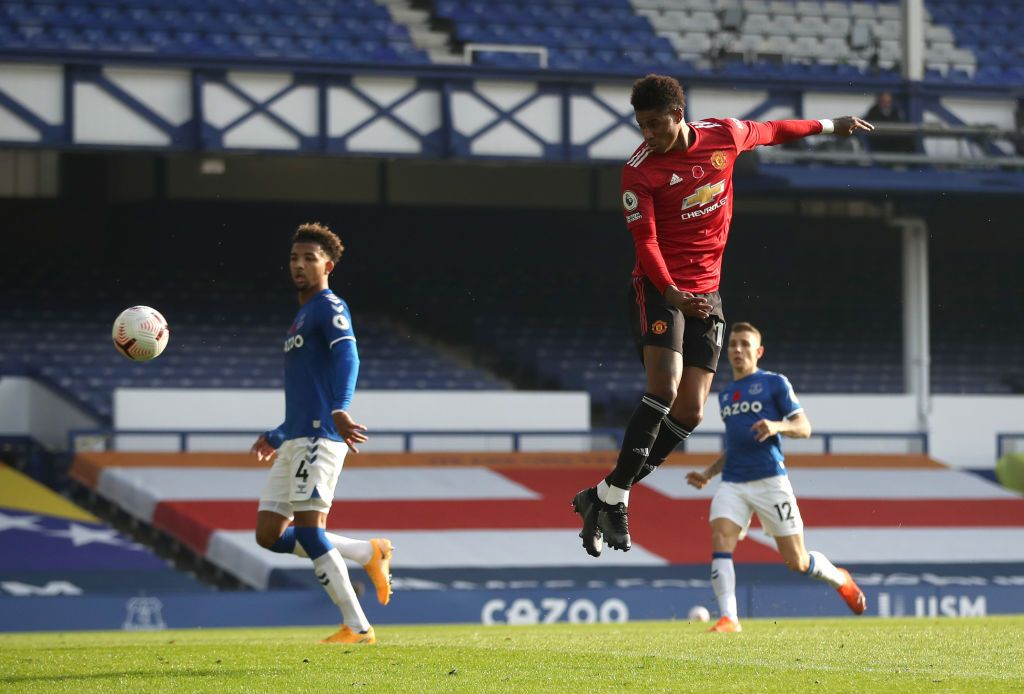 LIVERPOOL, ENGLAND - NOVEMBER 07: Marcus Rashford of Manchester United attempts a header, as Bruno Fernandes of Manchester United (not pictured) scores his team's second goal during the Premier League match between Everton and Manchester United at Goodison Park on November 07, 2020 in Liverpool, England. Sporting stadiums around the UK remain under strict restrictions due to the Coronavirus Pandemic as Government social distancing laws prohibit fans inside venues resulting in games being played behind closed doors. (Photo by Carl Recine - Pool/Getty Images)