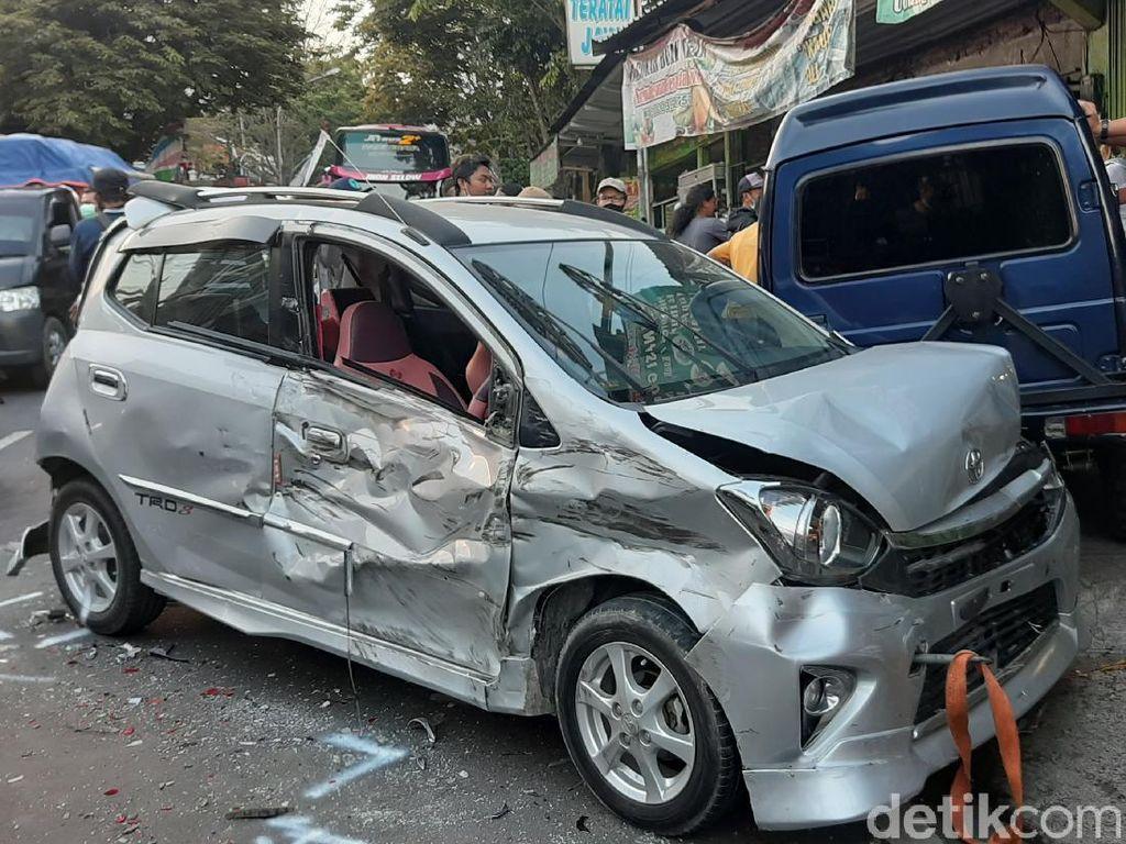 12 Kendaraan yang Terlibat Kecelakaan Beruntun di Kota Batu Dievakuasi