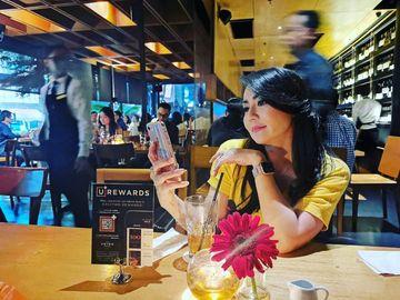 Makin Cantik di Usia 44 Tahun, Tessa Kaunang Hobi Makan Bakso