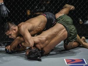 ONE Championship: Eko Roni Menang, Kiamrian Abbasov Juara Dunia Lagi