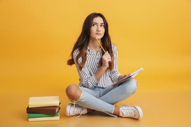 Lakukan investasi pendidikan baik kursus online, wawancara, atau membaca buku.
